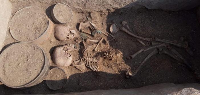 Kazakistan'da 4000 Yıl Önce Gömülmüş Bir Çifte Ait İskelet Bulundu